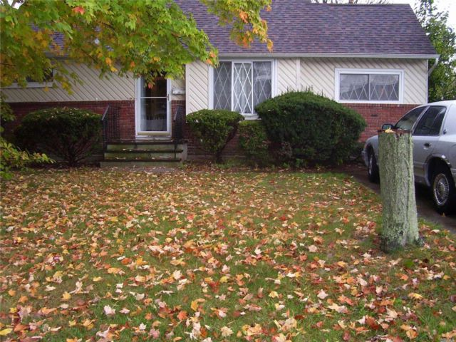4 BR,  1.00 BTH  Cape style home in Lindenhurst