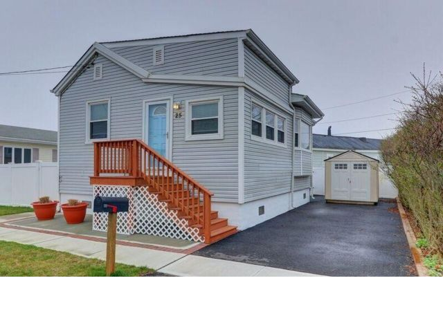 1 BR,  2.00 BTH  Ranch style home in Lindenhurst